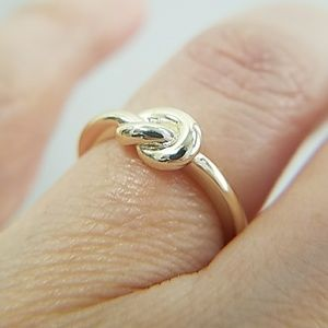 Jewelry - 14K Yellow Gold plated tie Ring Band size 6